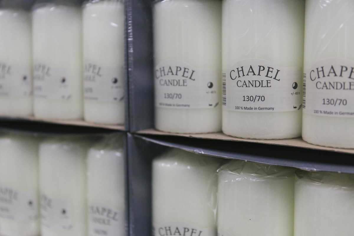 New Covent Garden Flower Market A Florists Guide To Candles And Candelabras At The Flower Market Rona Wheeldon Flowerona December 2018 Ivory Chapel Candles At Whittingtons 3