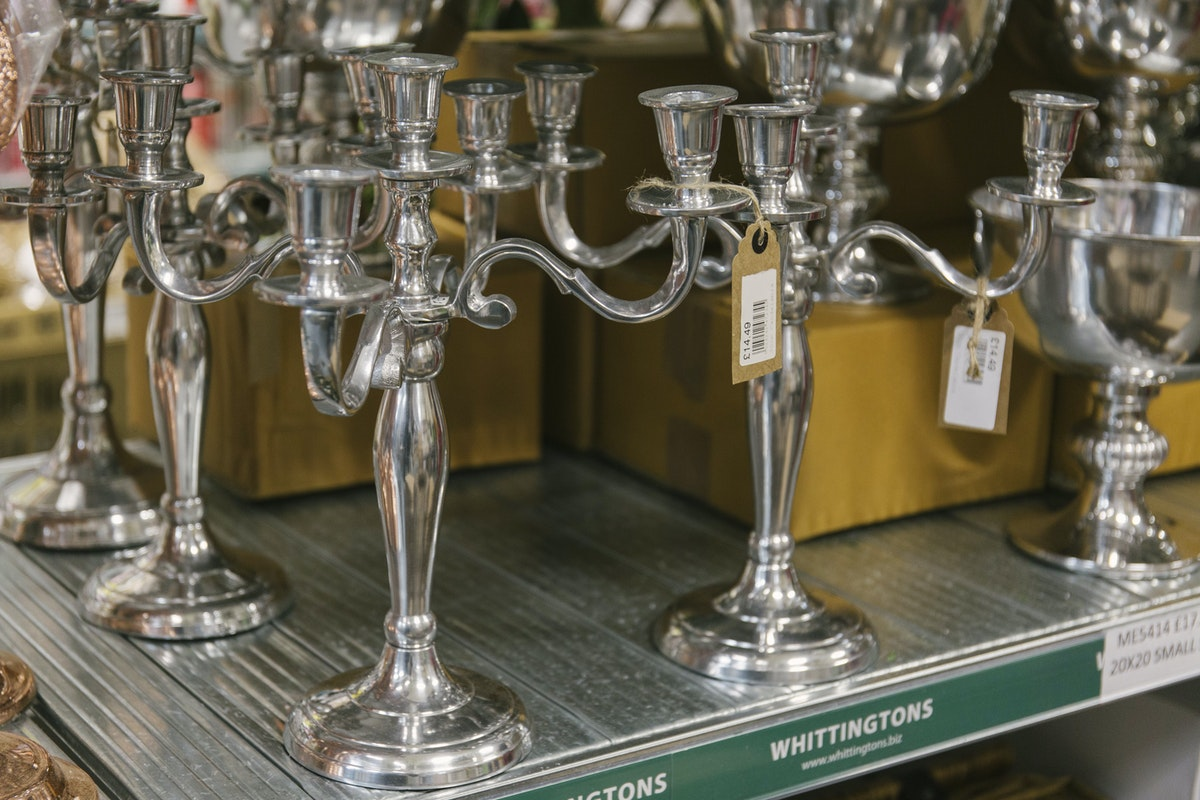 New Covent Garden Flower Market A Florists Guide To Candles And Candelabras At The Flower Market Rona Wheeldon Flowerona December 2018 Metal Candelabras At Whittingtons