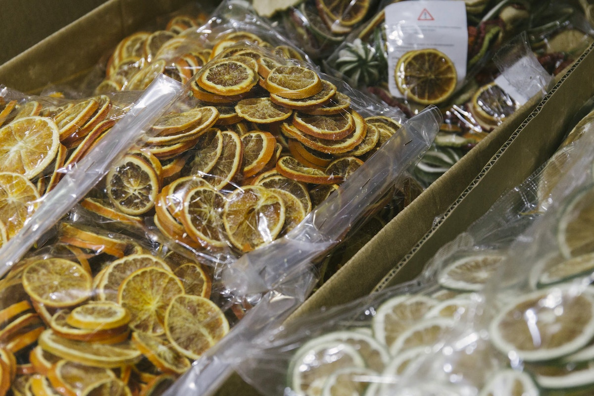 New Covent Garden Flower Market A Florists Guide To Christmas At The Flower Market Rona Wheeldon Flowerona November 2018 Dried Oranges Slices At Porters Foliage