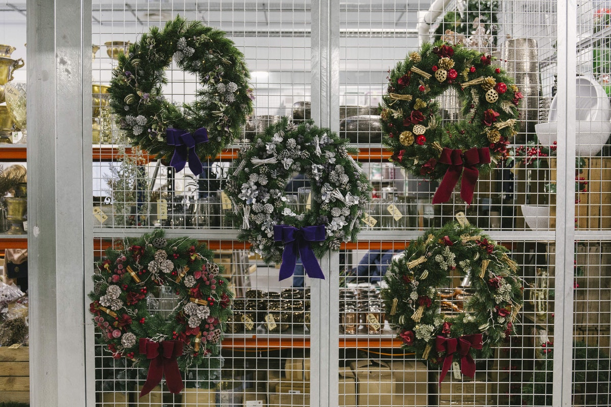 New Covent Garden Flower Market A Florists Guide To Christmas At The Flower Market Rona Wheeldon Flowerona November 2018 Faux Christmas Wreaths At The Flower Store
