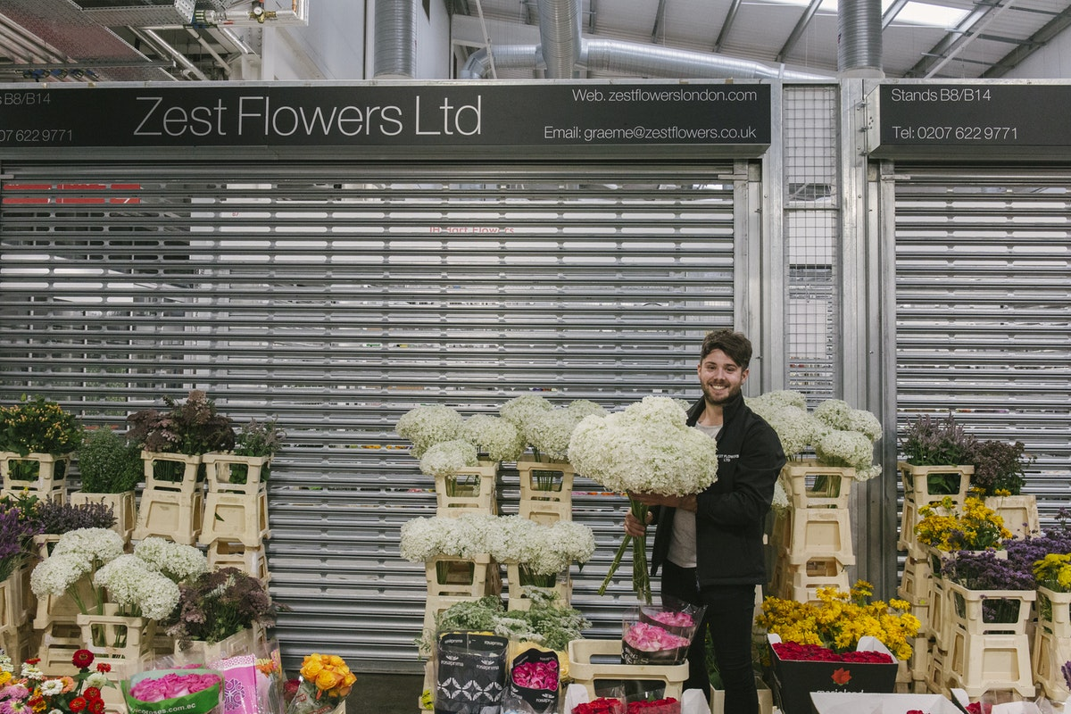 New Covent Garden Flower Market August 2019 In Season Report Rona Wheeldon Flowerona Luke At Zest Flowers With British Hydrangea Arborescens Annabelle