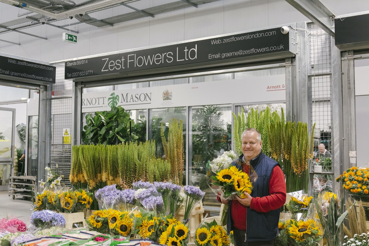New Covent Garden Flower Market July 2019 In Season Report Rona Wheeldon Flowerona Andy At Zest Flowers With Sunflowers