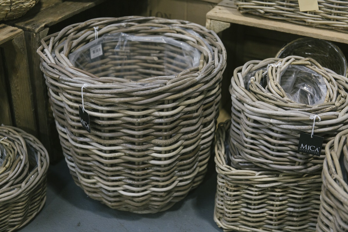 New Covent Garden Flower Market March 2019 In Season Report Rona Wheeldon Flowerona Different Sizes Of Wicker Baskets At The Flower Store