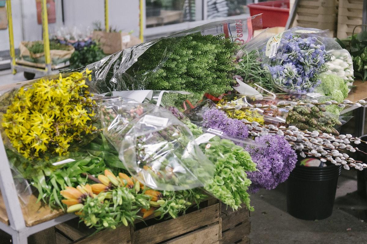 New Covent Garden Flower Market March 2020 In Season Report Rona Wheeldon Flowerona Shelf Of Flowers At Bloomfield