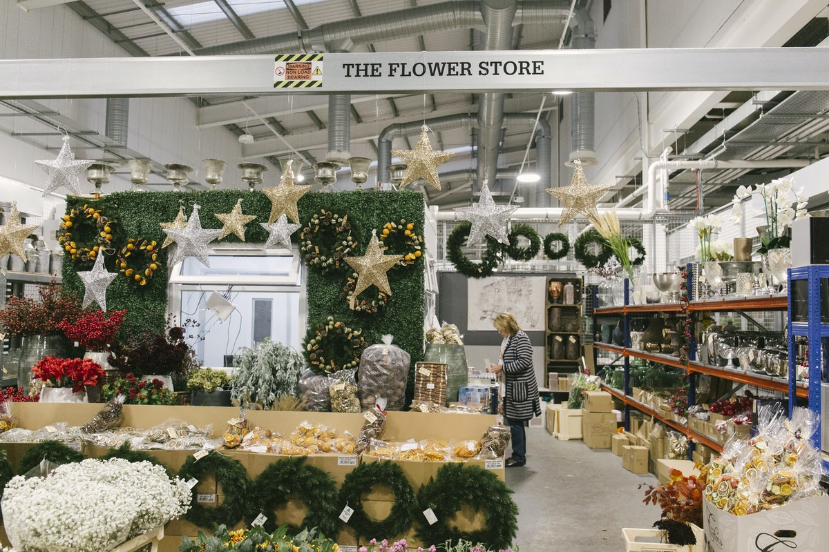 New Covent Garden Flower Market October 2019 In Season Report Rona Wheeldon Flowerona Christmas Stock At The Flower Store At Bloomfield