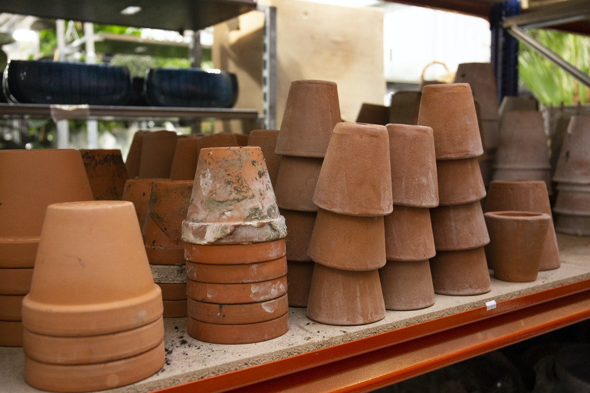 New Covent Garden Flower Market September 2019 A Florists Guide To Plant Pots Rona Wheeldon Flowerona Assorted Terracotta Pots At The Flower Store